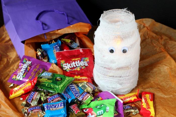 Here's an easy Mason jar craft for Halloween, making a BOO Kit for neighborhood fun!